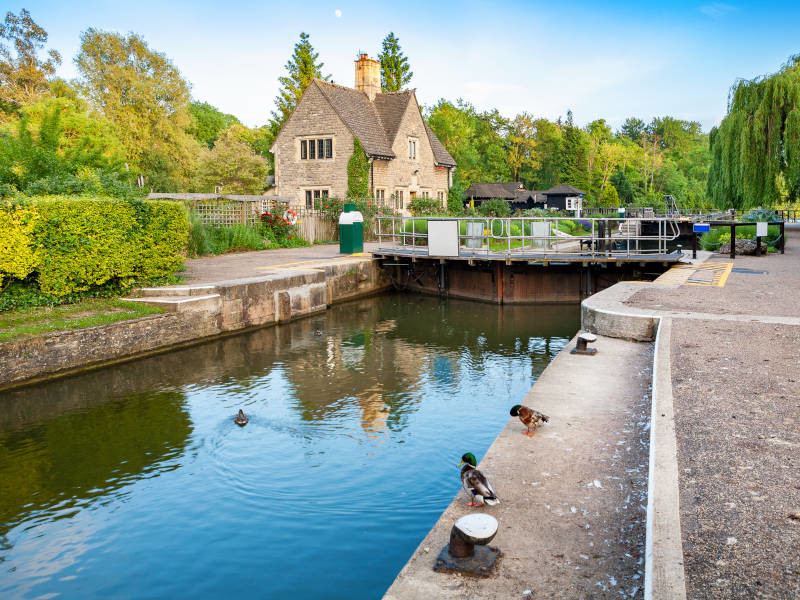 Oxford provides a stunning canal boat stag do trip